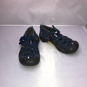 Blue hiking keen shoes